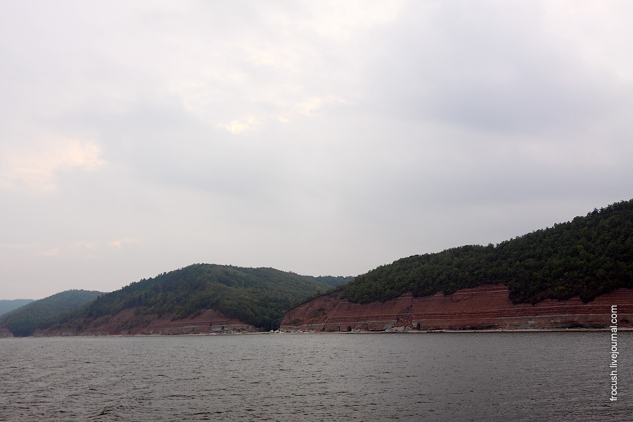 Правый берег Куйбышевского водохранилища (Болгар на левом берегу)