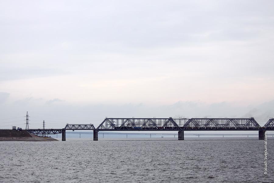 Железнодорожный и автомобильный мост через Волгу (на заднем плане Президентский мост)