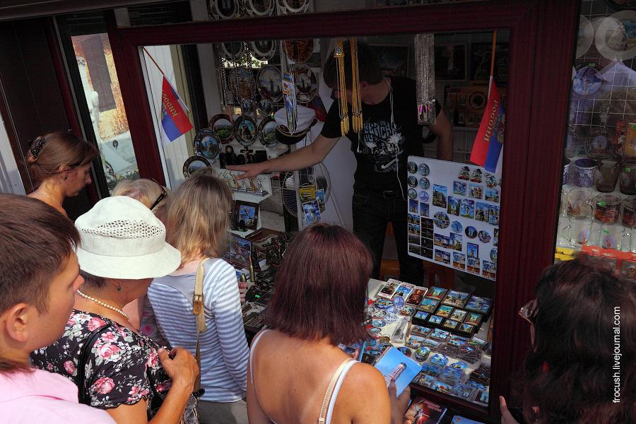 Продажа сувениров на Мамаевом кургане
