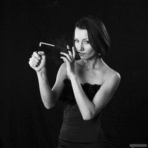 Курить (монохром, мунштук, сигарета)