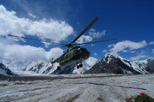 вертолет на леднике Южный Иныльчек