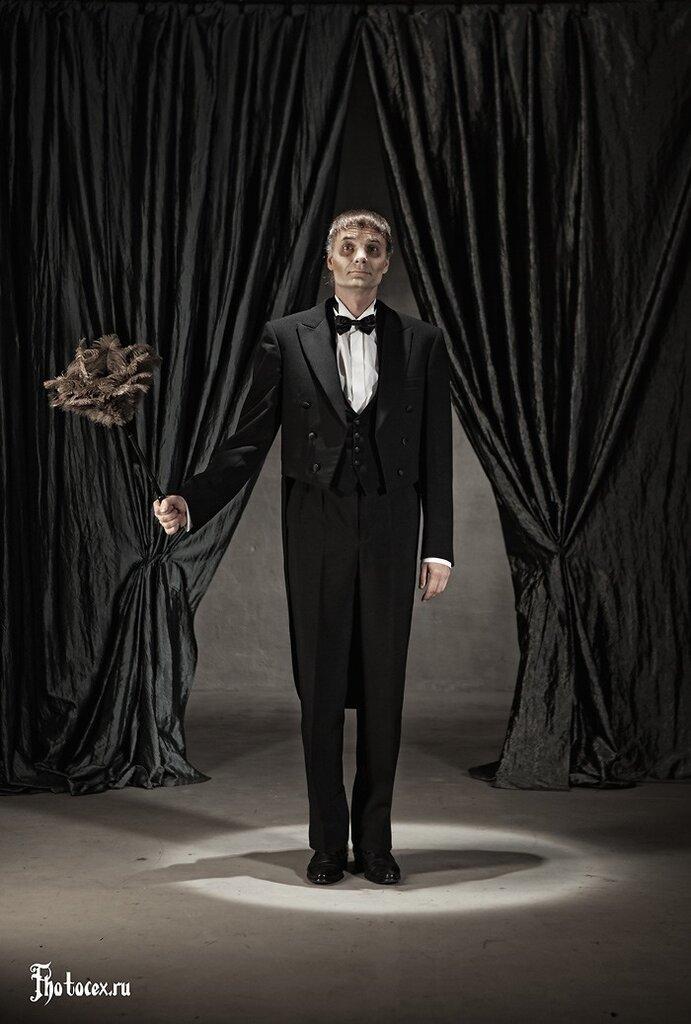 Addams-Lurch.jpg