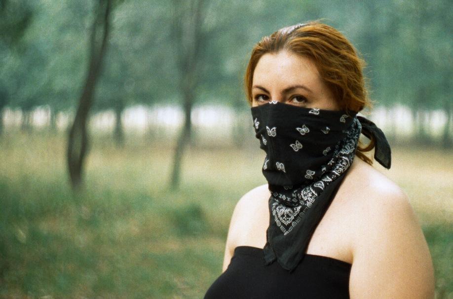 Девушка со скрытым лицом.