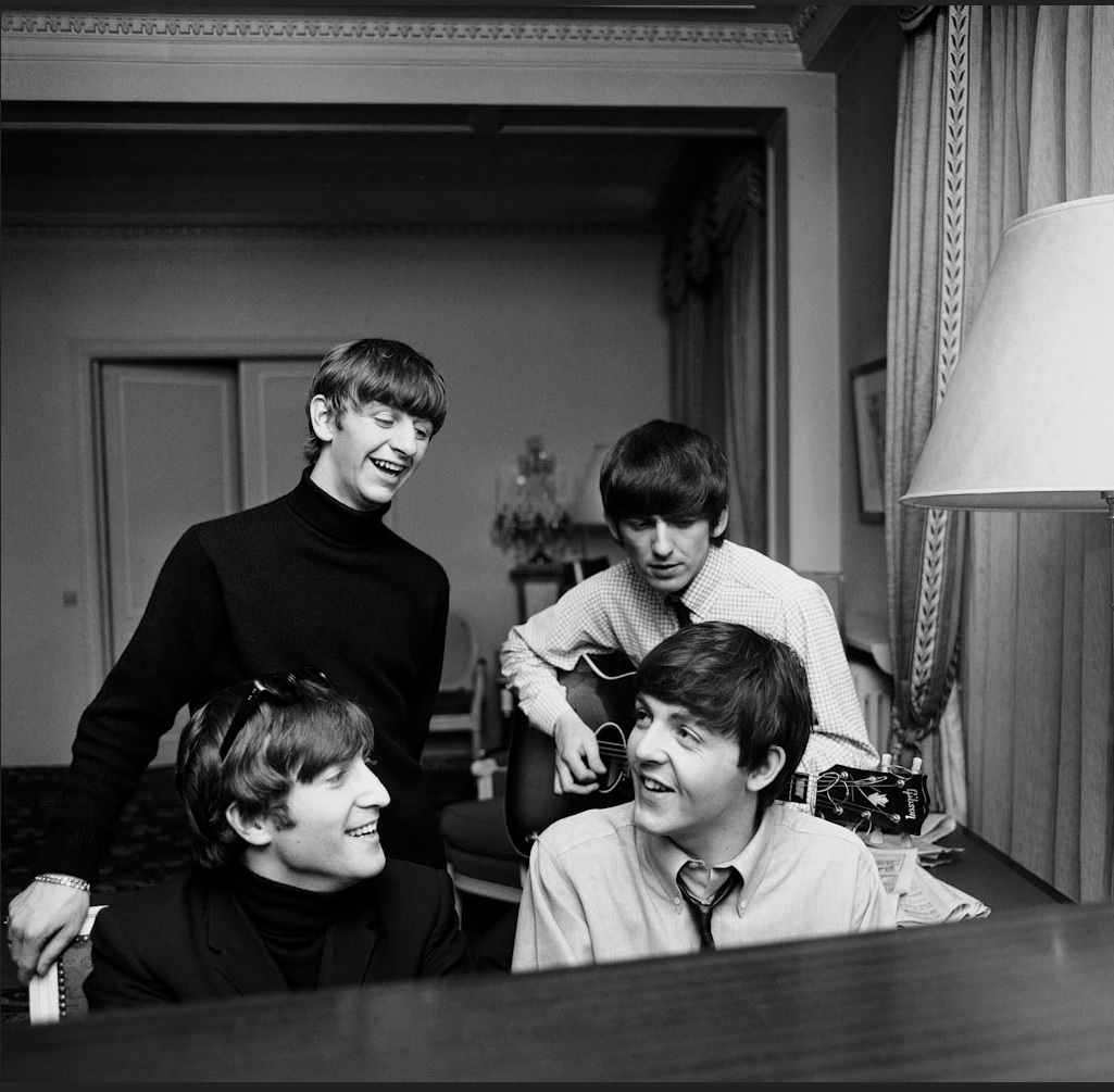 Битлы в Париже. Отель Георга V,  январь 1964 года. Гарри Бенсон. The Beatles in Paris.  George V hotel, January 1964. Harry Benson
