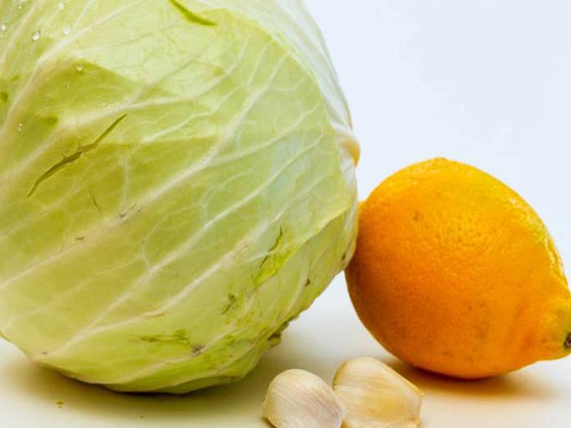 Капуста, запеченная с лимонным соком и чесноком