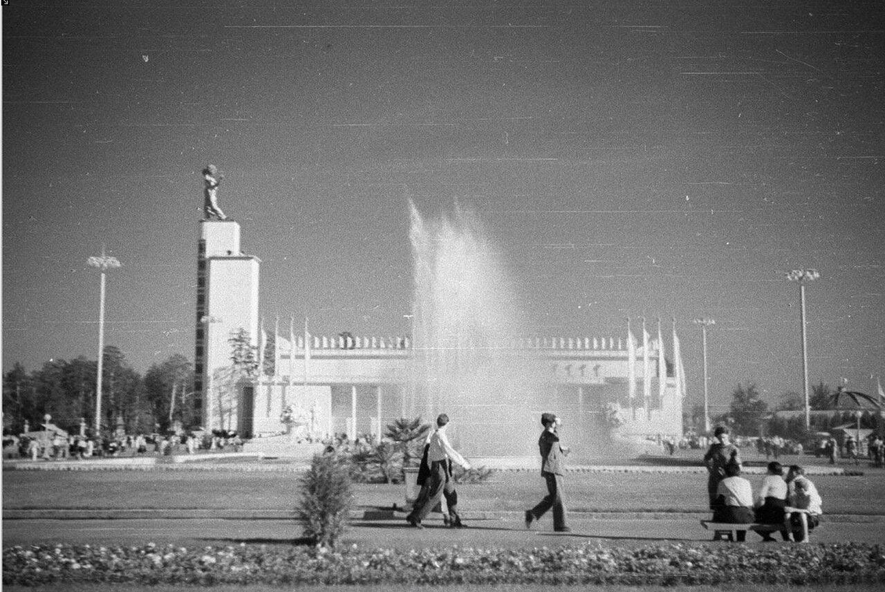 93. Центральный павильон «СССР»