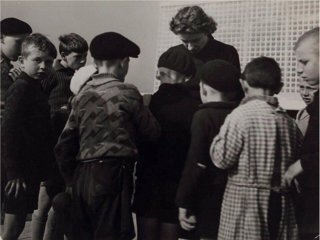 1944. Дети перед эвакуацией. Франция
