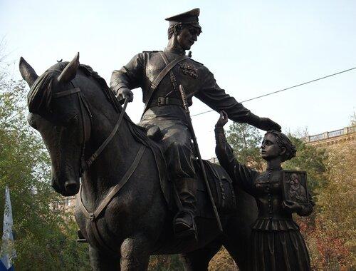 Памятник: Казак и казачка.