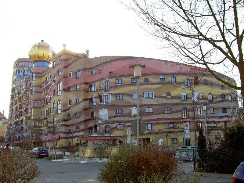 Архитектор Фриденсра́йх Хундертва́ссер