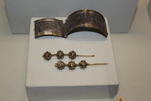 Створчатые браслеты, трёхбусинные височные кольца