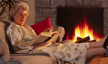 Еще недавно наши мамы и бабушки читали только так. Пора заменять тяжелую бумажную книгу!