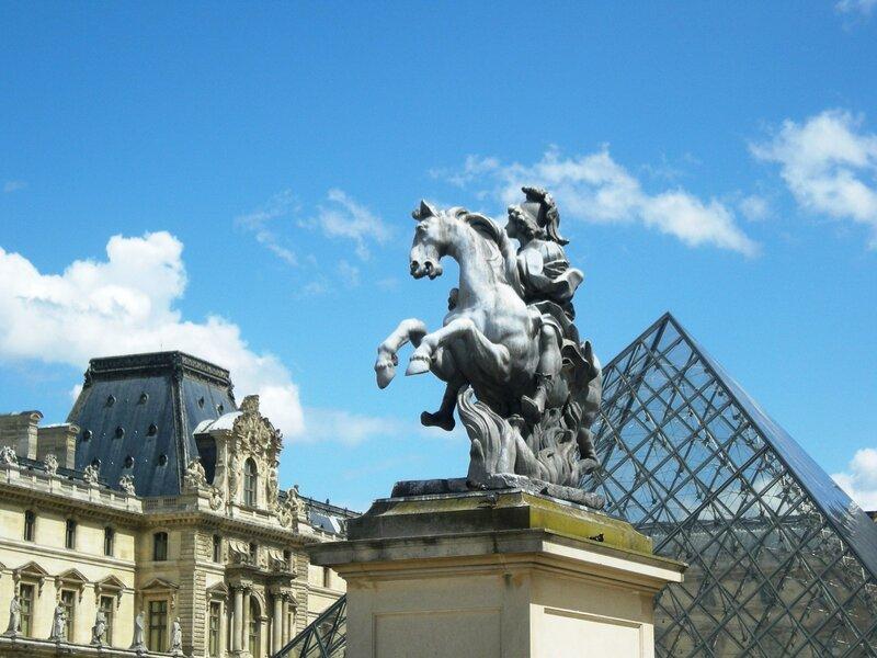 Париж, Лувр. Статуя Людовика XIV