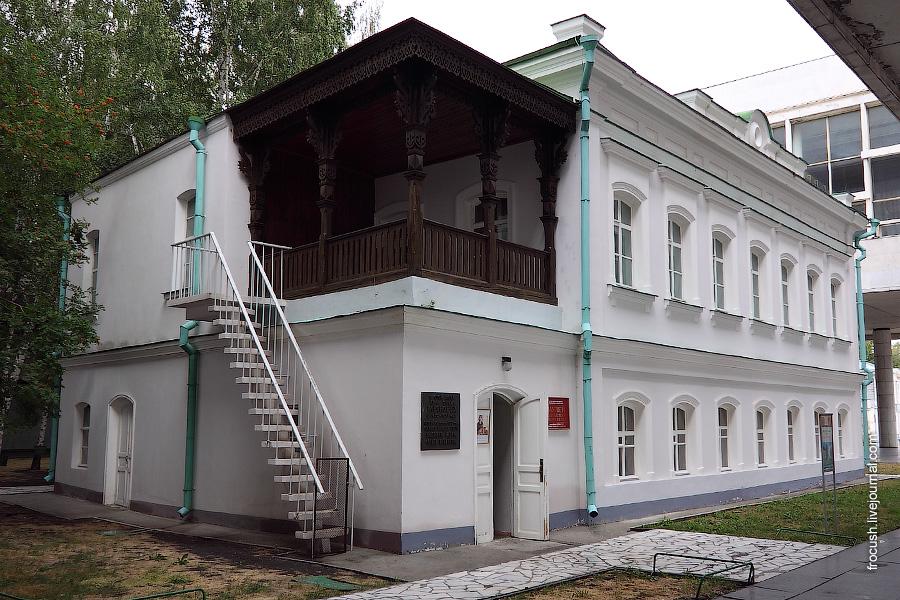 В этом доме в 1870 - 1871 годах жила семья Ульяновых.