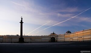 Утро на Дворцовой площади (2) (Александровская колонна, Дворцовая площадь, здание Главного штаба, Петербург, утро)
