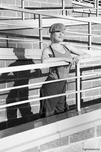 Портрет с тенью (блондинка, линия, монохром, тень)
