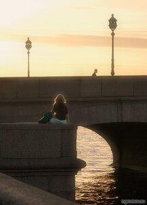 Одиночество (закат, набережная, Петербург, фонарь, человек)
