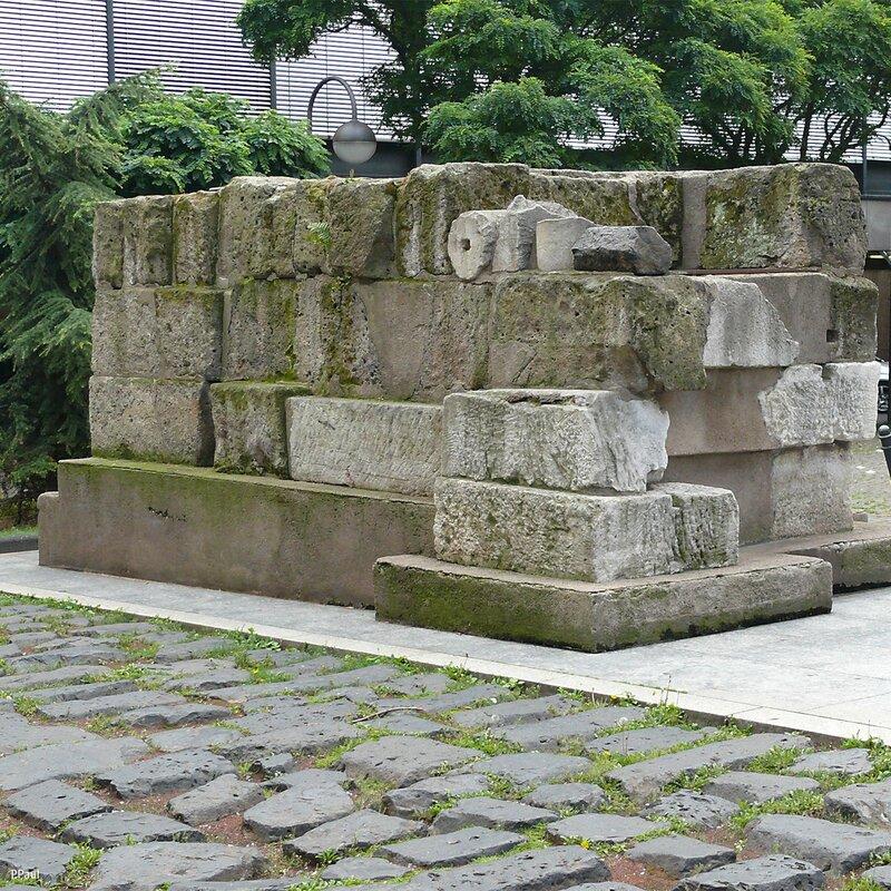 остатки одного из длинейшего водопровода на территории Римской империи, снабжавший Кельн из чистейших источников Айфельских гор.