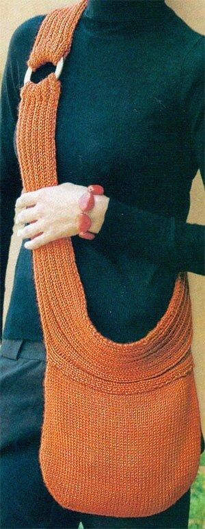 далее.  Стильная сумка на длинном ремне вяжется достаточно просто.