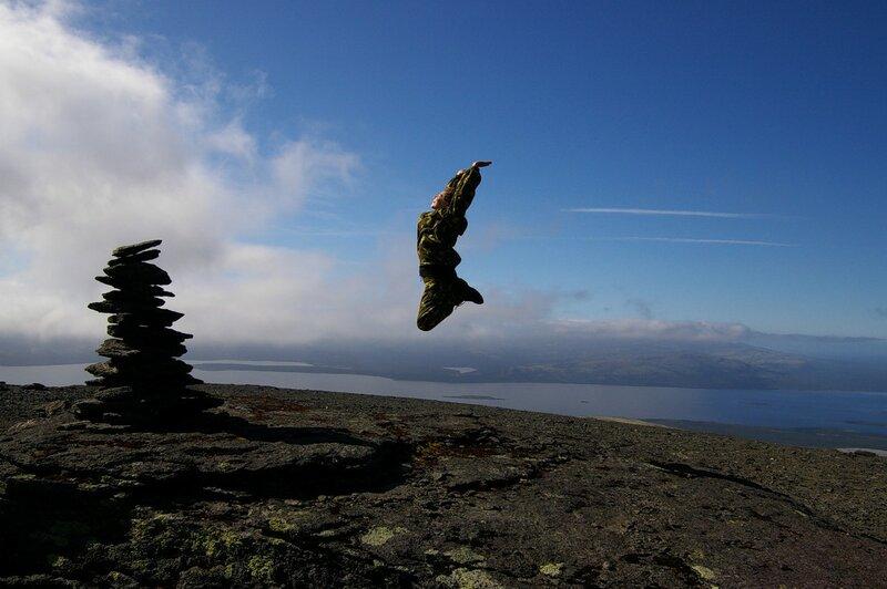 Над одной из вершин Ангвундасчорр на фоне Умб-озера
