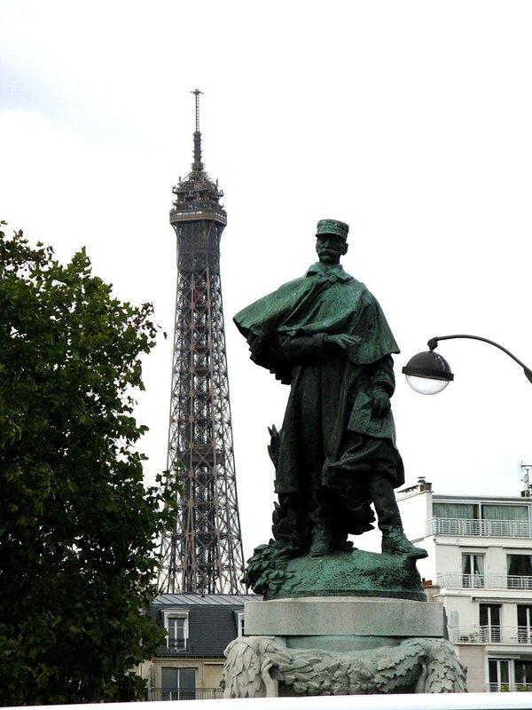 Памятник маршалу Галльени (Statue du Maréchal Gallieni). Париж