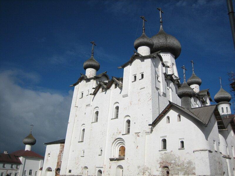 Спасо-Преображенский собор и Благовещенская Надвратная церковь
