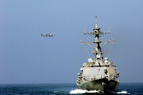 США показал видеозапись агрессии СУ-24 над своим эсминцем