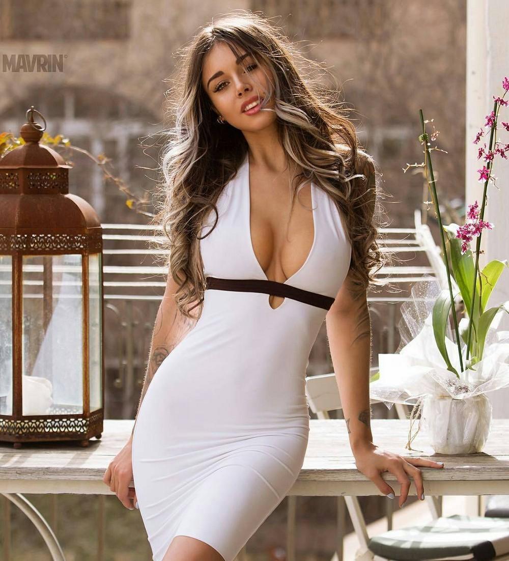 Фото красоток в облегающих платьях 10 фотография