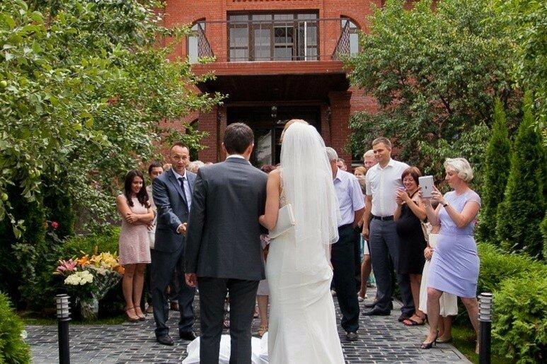 Сколько в среднем стоит свадьба за городом? Расценки свадьбы в мини отеле