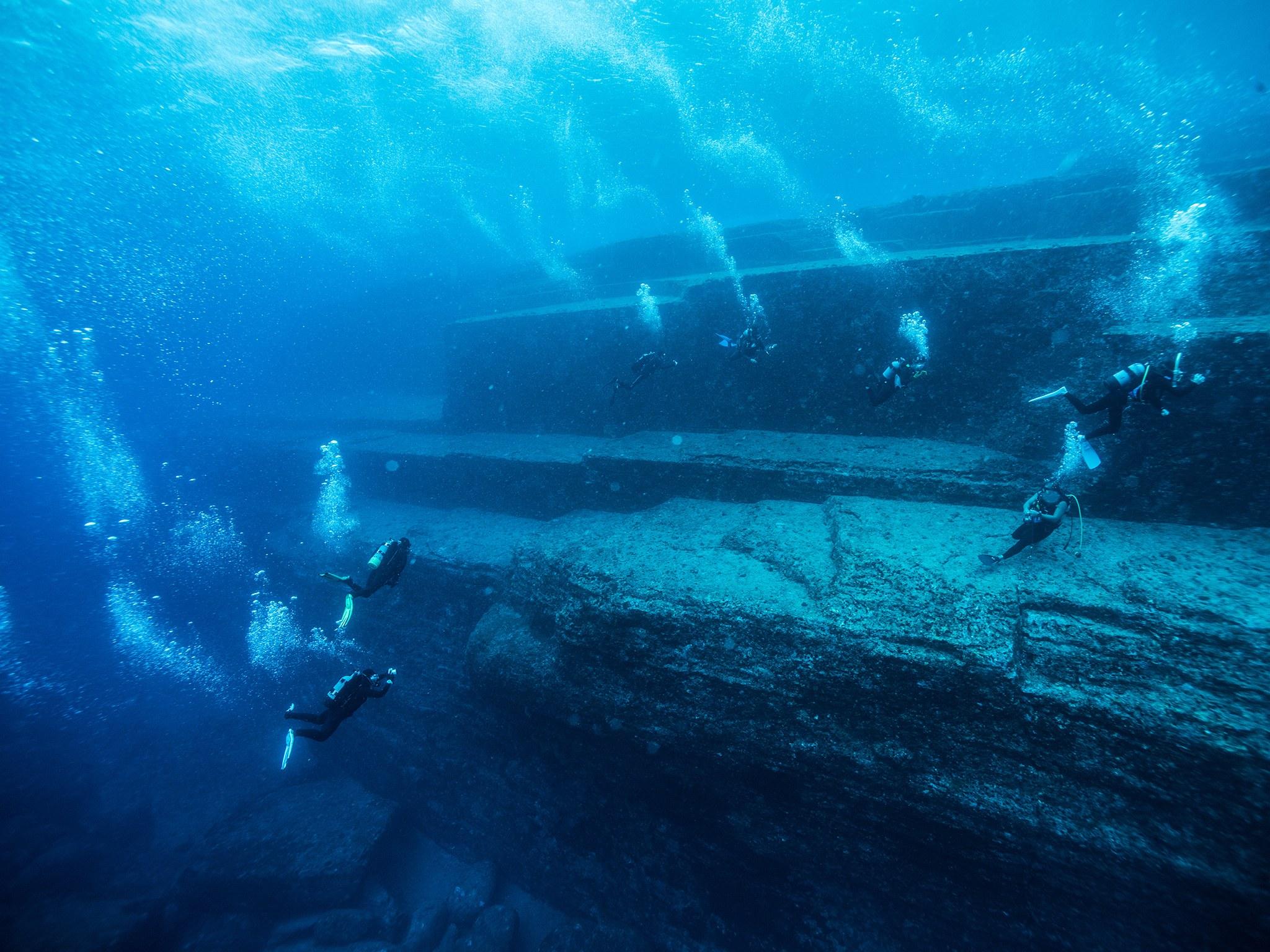 1. Подводный монумент Йонагуни, Япония. Комплекс Йонагуни представляет собой мегалитическое сооружен