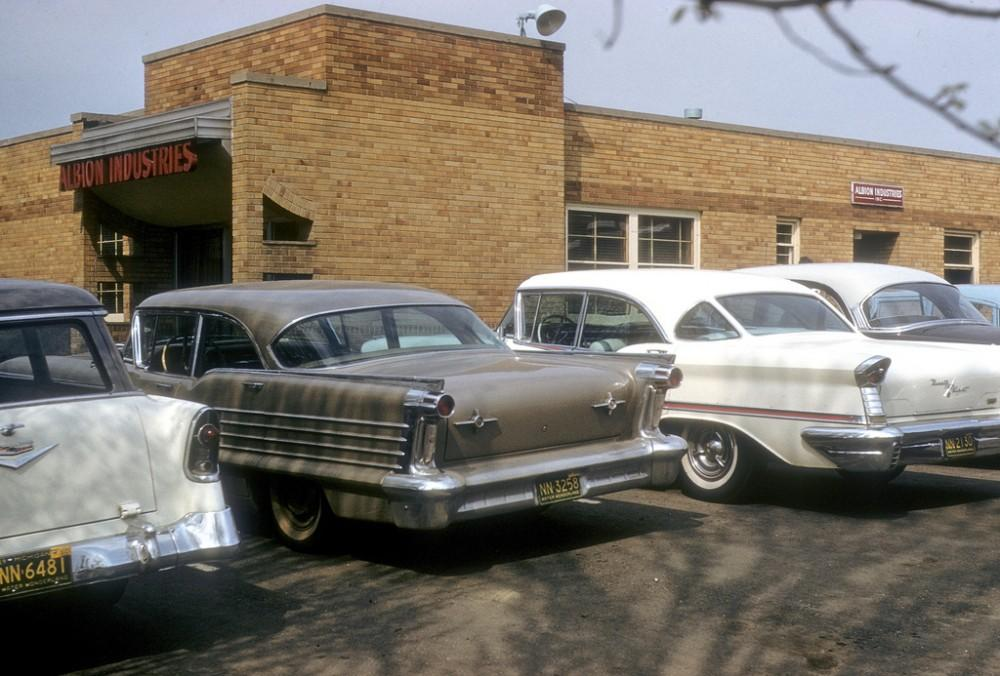 В пригороде Бостона, 1960 год.