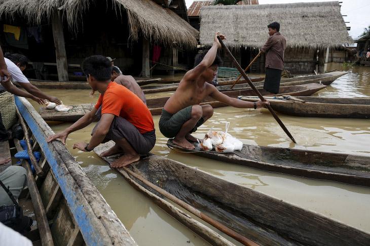 2. Народ в деревнях в Мьянме совсем простой. (Фото Soe Zeya Tun   Reuters):