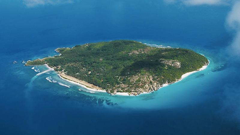 Это второй по величине в мире атолл после Острова Рождества. Остров представляет собой природный зап