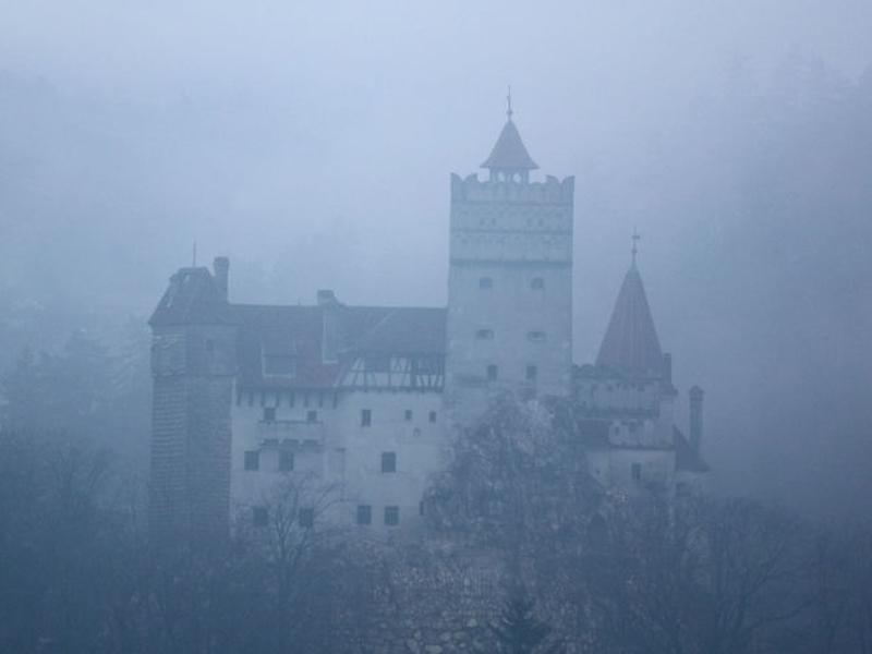 Как жил граф Дракула (9 фото)