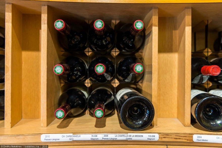 13. Кстати, объём некоторых бутылок здесь может достигать 16 литров! Они находятся на самом верху.