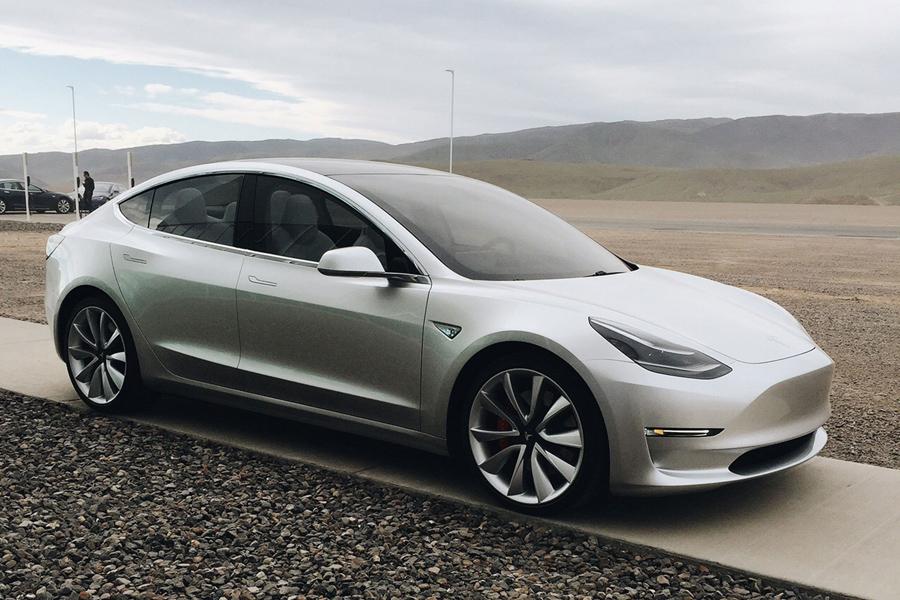 Недавно Tesla представила Model 3 — первый массовый и дешевый электромобиль. Производство Model 3 на