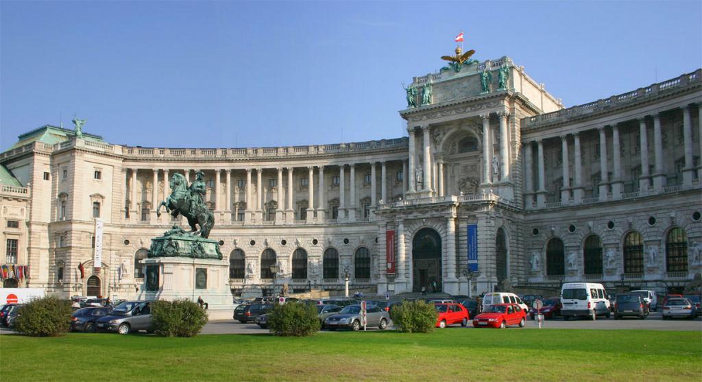 Австрия. Вена. Хофбург является официальной резиденцией Президента страны. (Peter Gerstbach) Пре
