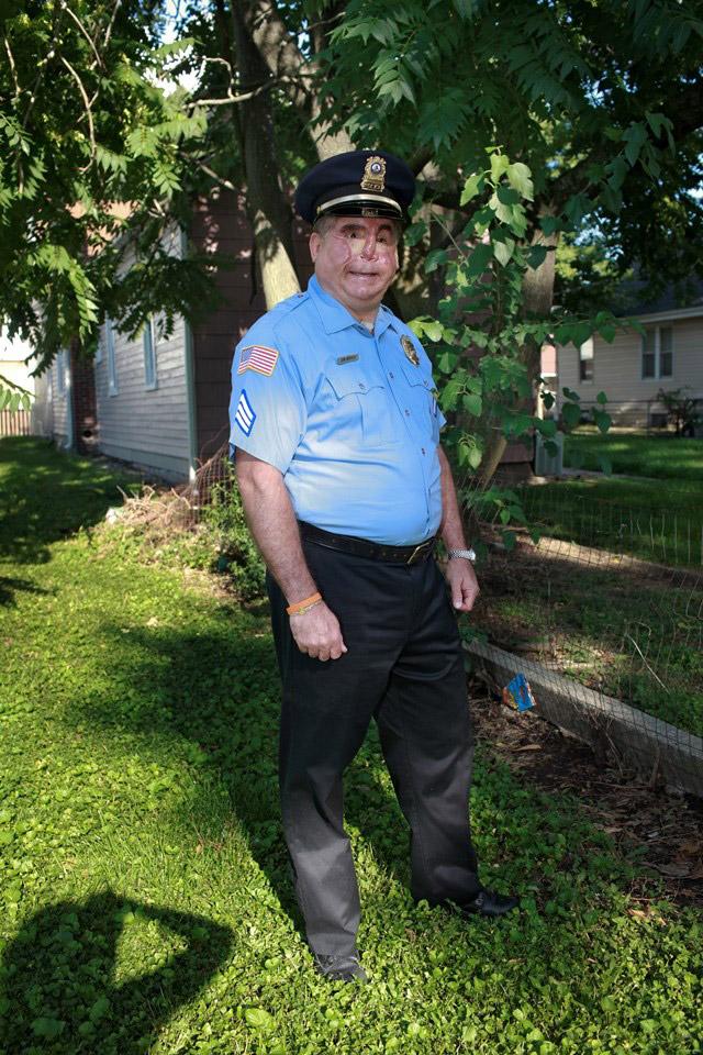 Джон. «В меня саму и мою маленькую дочь целились из оружия во время ограбления дома несколько лет на