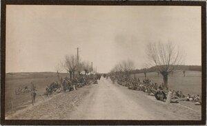 Пленные солдаты на привале.
