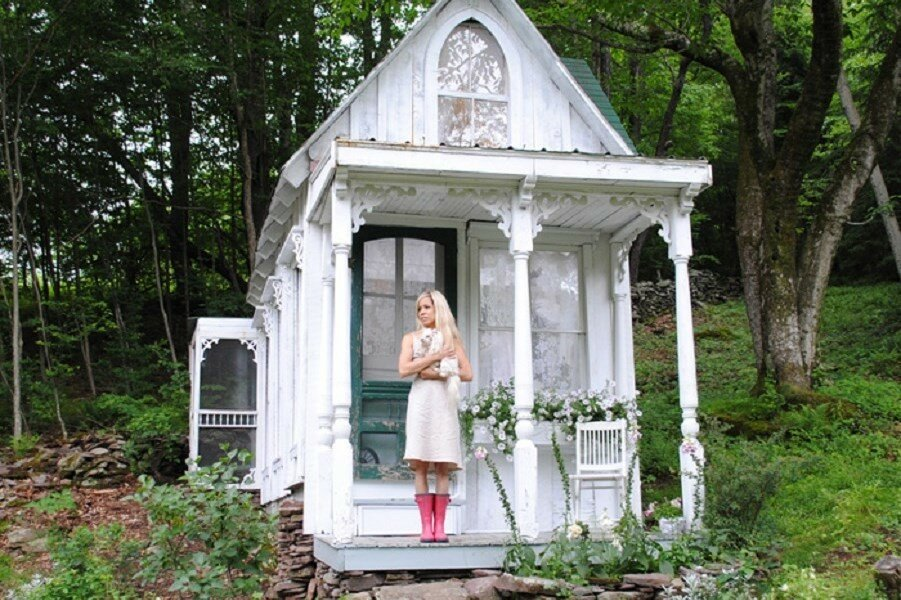 she-sheds-garden-man-caves-coverimage.jpg