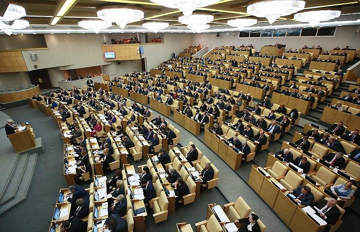 Дума увеличивает число помощников депутатов исенаторов с5 до7