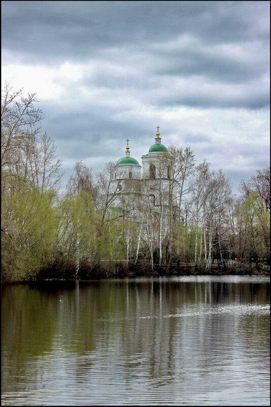 Кыштым 1549 Белый дом Церковь Сошествия Святого Духа.JPG