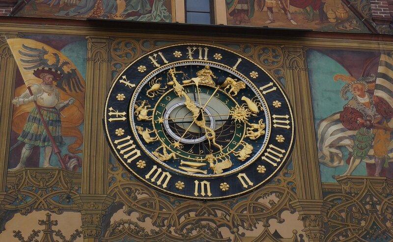 Часы на здании ратуши города Ульм