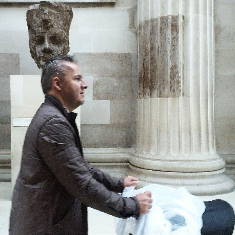 Люди в музеях Лондона