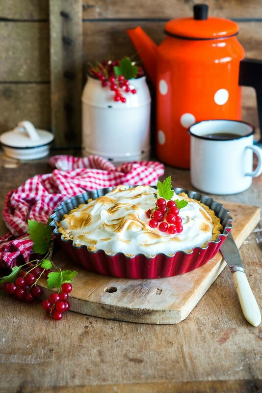 Pie_with_red_currants_filling_and_toasted_meringue.jpg