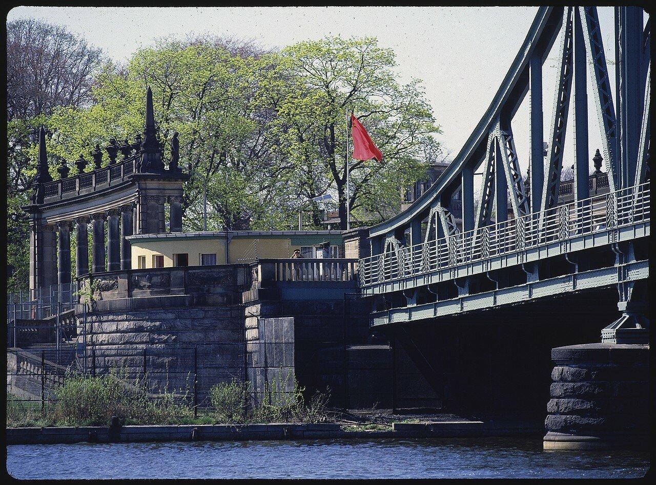 Западный Берлин.  Приграничный Глиникский мост