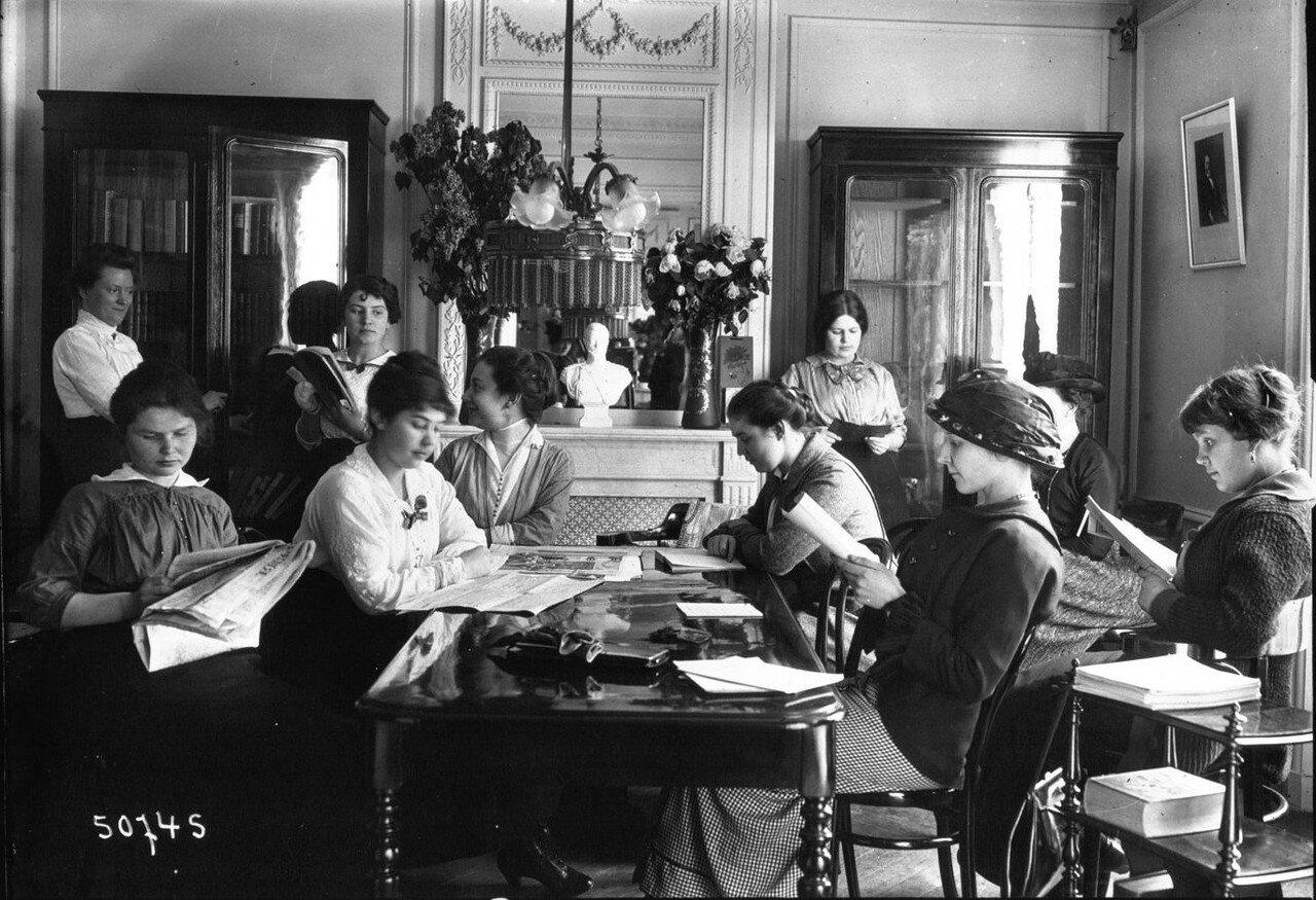 1914. Чтение в центре внимания российских студентов. Библиотека