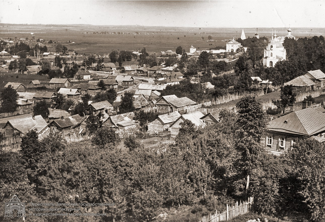 Вид на Данилов монастырь и Сретинскую церковь