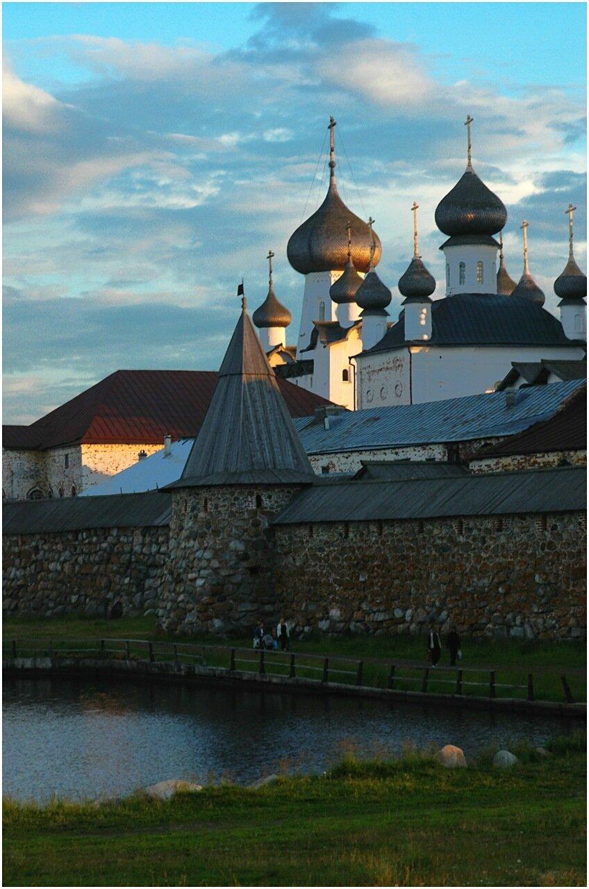 Купола храмов Соловецкого монастыря