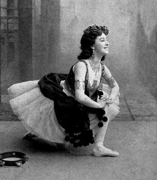 Матильда Кшесинская в балете Эсмеральда 1898.jpg