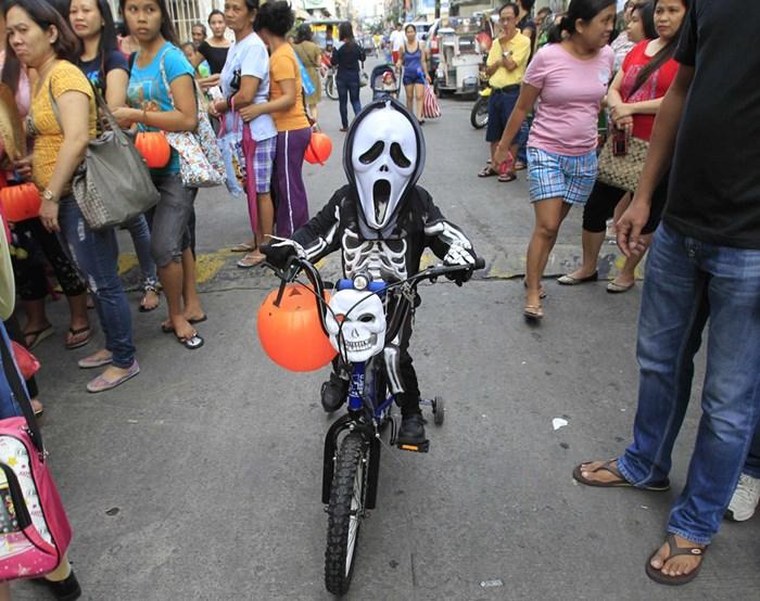 Тыквы и страшные костюмы: мир празднует Хэллоуин 2014 года 0 106ab3 90dd8ad9 orig